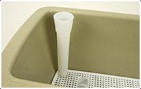 給水パイプを取り付けた中仕切りを本体に入れればセッティングの完了です。